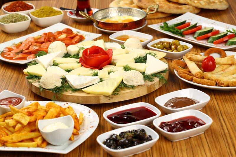 Mesa de desayuno turca foto de archivo imagen de buffet for Mesa desayuno
