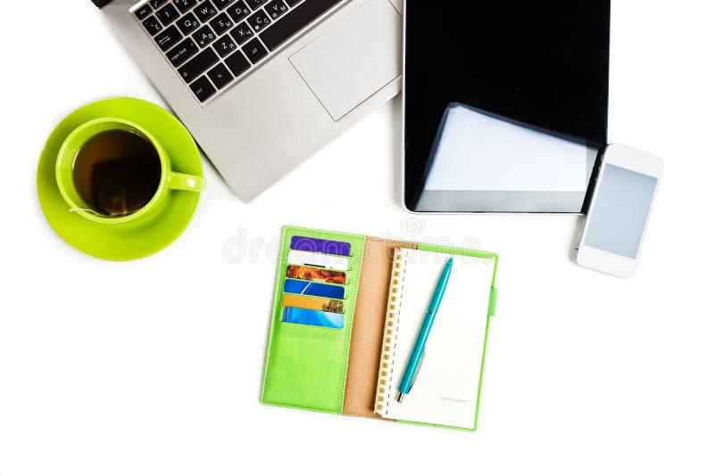 Mesa de escritório com laptop, PC da tabuleta, planejador imagem de stock