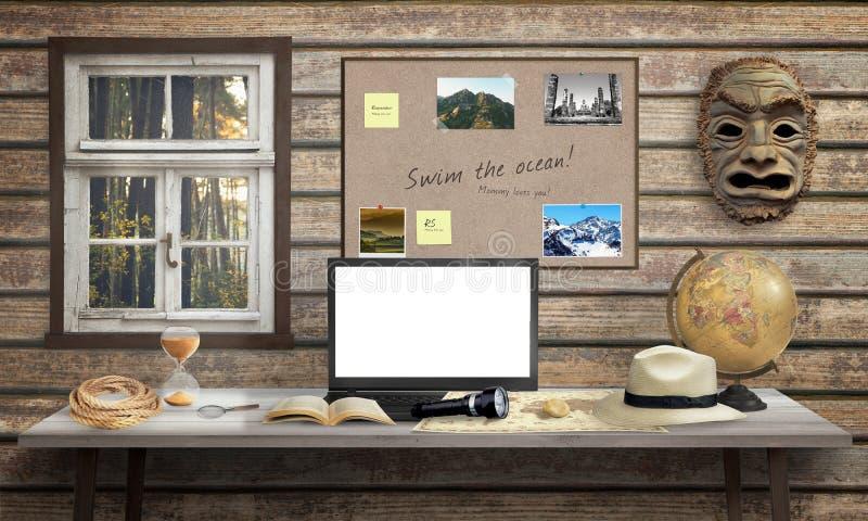 Mesa de escritório do aventureiro com portátil , tela branca para o modelo imagem de stock royalty free
