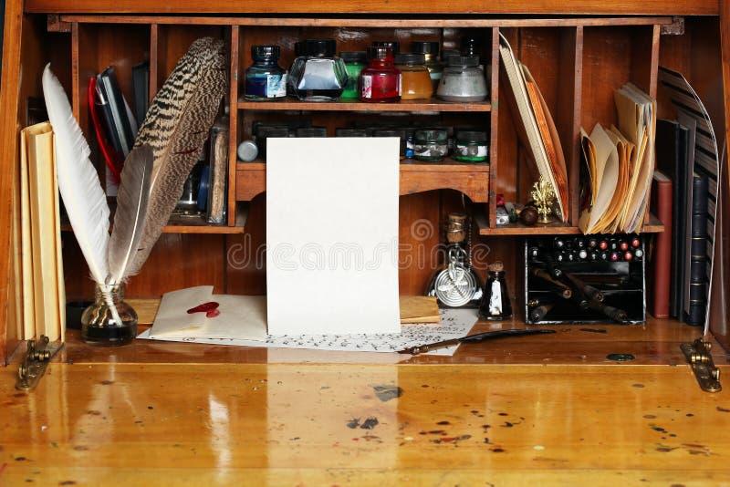 Mesa de escrita velha imagens de stock royalty free