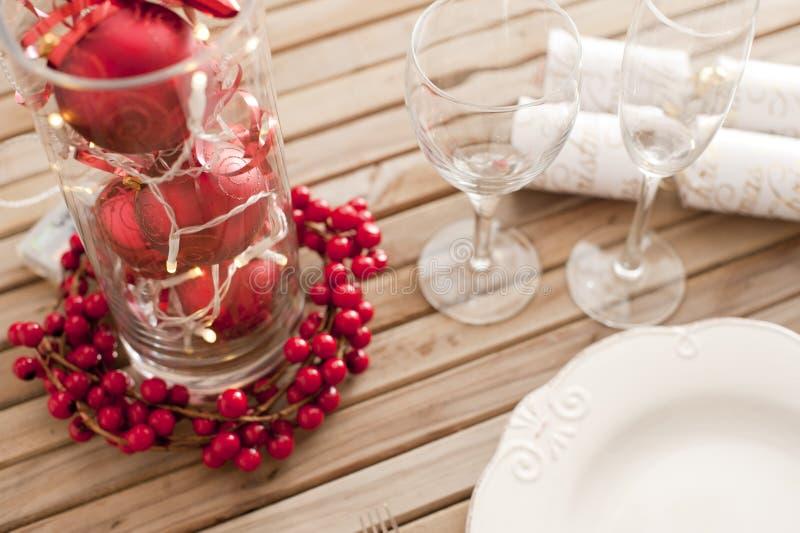 Mesa de Natal decorativa, vermelha e branca fotos de stock