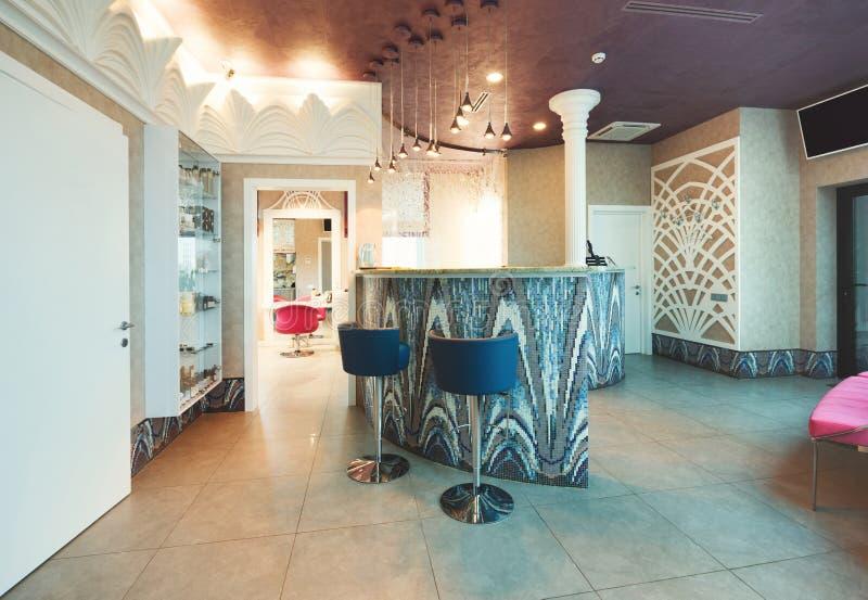Mesa de recepção em termas ou em salão de beleza imagem de stock