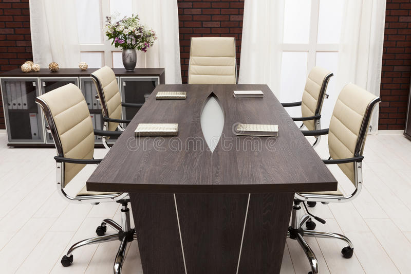 Mesa de reuniones fotos de archivo