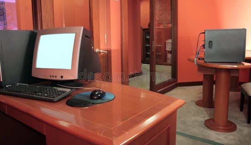 Mesa del ordenador fotografía de archivo