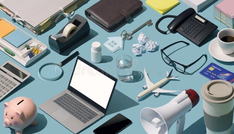 Mesa desorganizada sucia fotografía de archivo