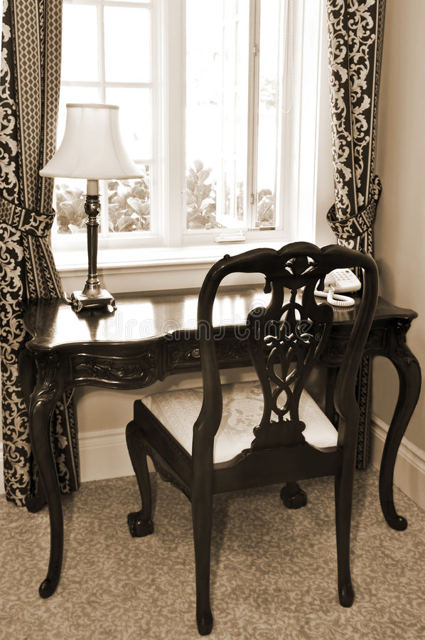 Mesa e cadeira antigas fotografia de stock royalty free