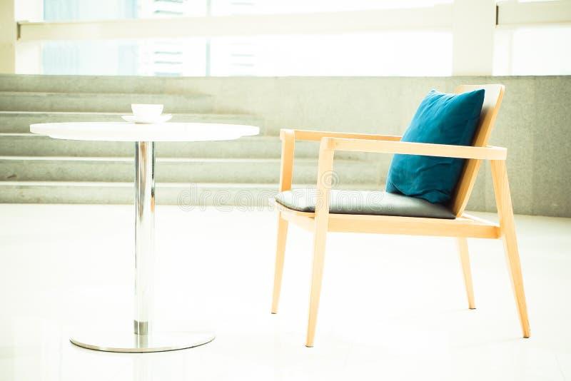 Mesa e cadeira vazias imagens de stock royalty free
