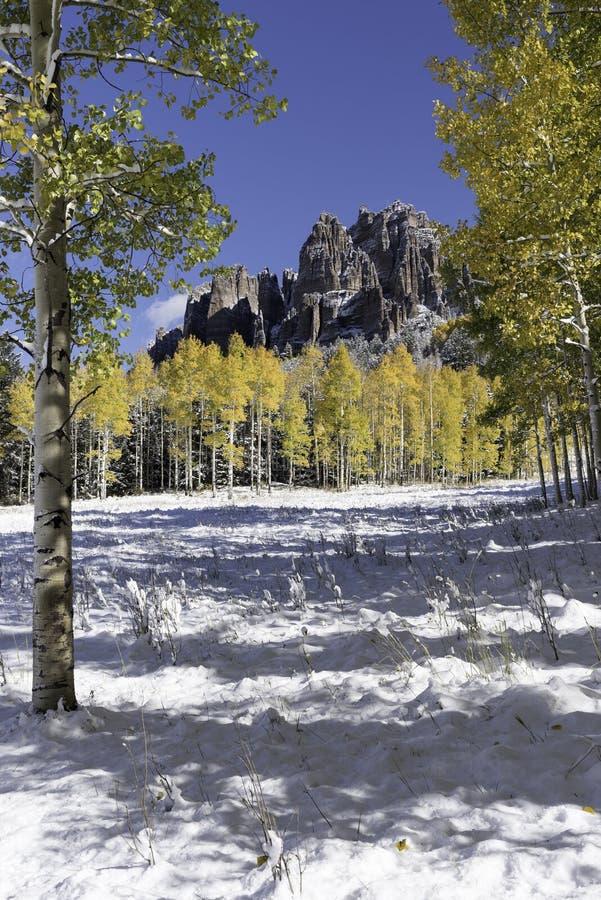 Mesa Pinnacles alto no vale Colorado de Cimarron imagem de stock