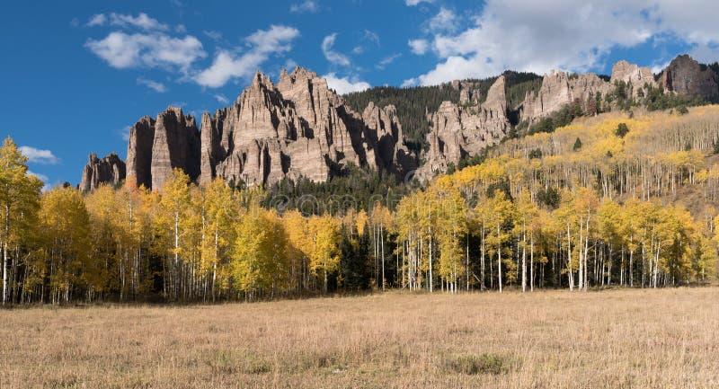 Mesa Pinnacles alto no vale Colorado de Cimarron fotografia de stock