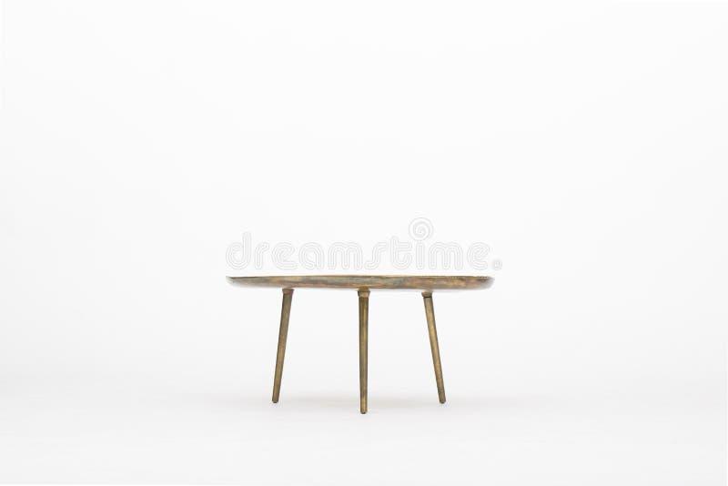 Mesa redonda com p?s de madeira em um fundo branco fotografia de stock