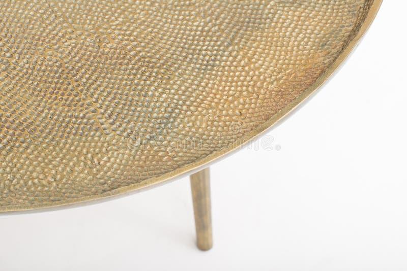 Mesa redonda com p?s de madeira em um fundo branco fotos de stock