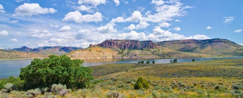 Mesa Reservoir azul na área de recreação nacional de Curecanti em Colorado do sul fotos de stock
