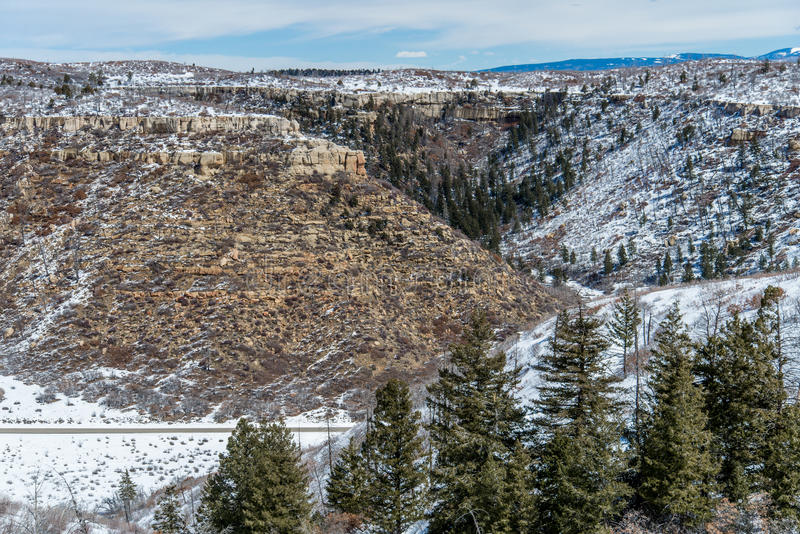MESA-verde Nationalparkwüstengebirgswinter-Schneelandschaft stockbilder