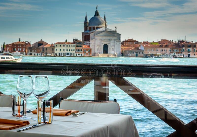 Mesas de comedor en Venecia imagen de archivo libre de regalías
