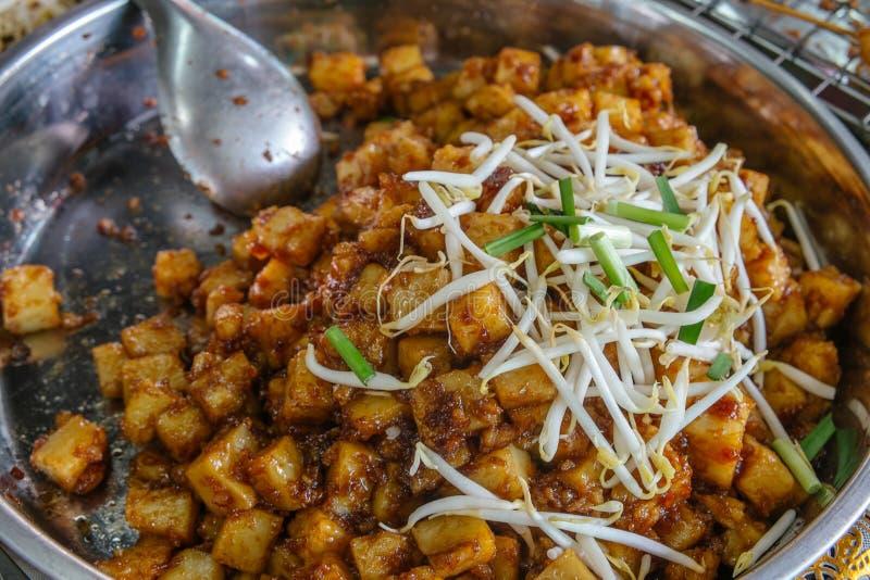 Mescoli il dolce bianco fritto della rapa o del ravanello immagini stock