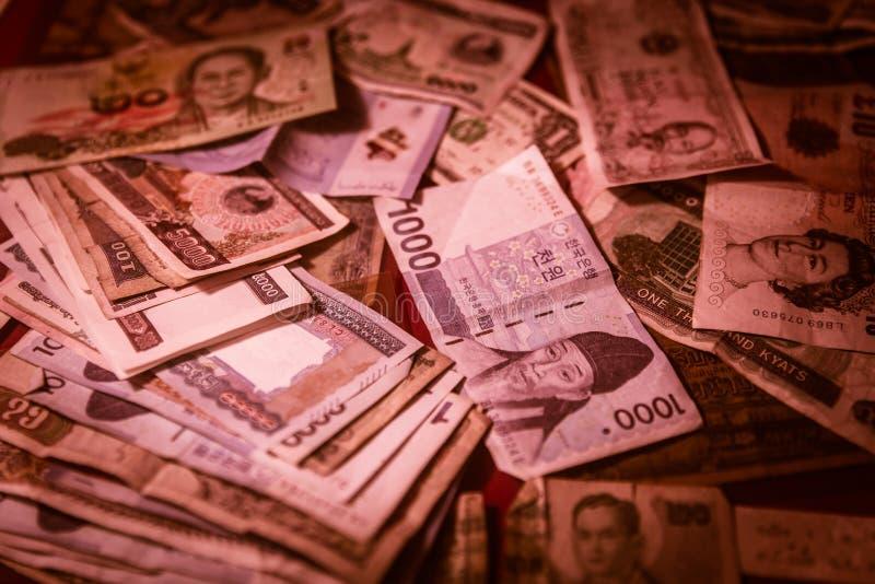 Mescoli il fallimento finanziario di crisi dei soldi del tono di colore rosso della banconota fotografie stock