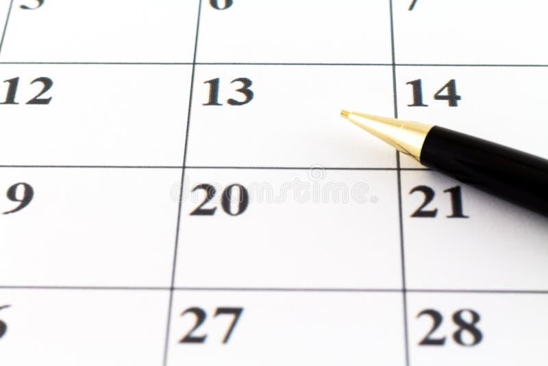 Mese di settimana di giorno del pianificatore della data di calendario con la penna nera fotografia stock libera da diritti