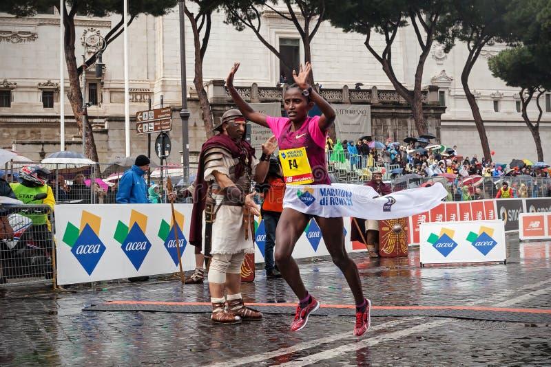 Meseret Kitata Tolwak, won de race van de vrouwen in 21ste Rome in de war brengt royalty-vrije stock foto