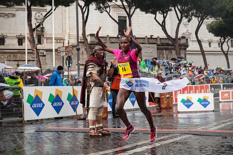 Meseret Kitata Tolwak, wygrywający kobiety biegowe przy 21th Rzym Mar zdjęcie royalty free