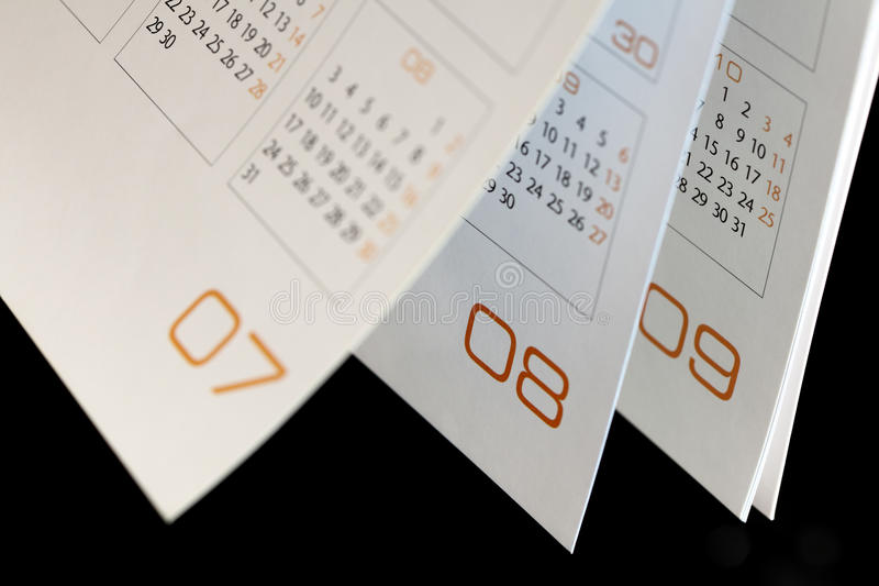 Meses en un calendario abierto fotos de archivo