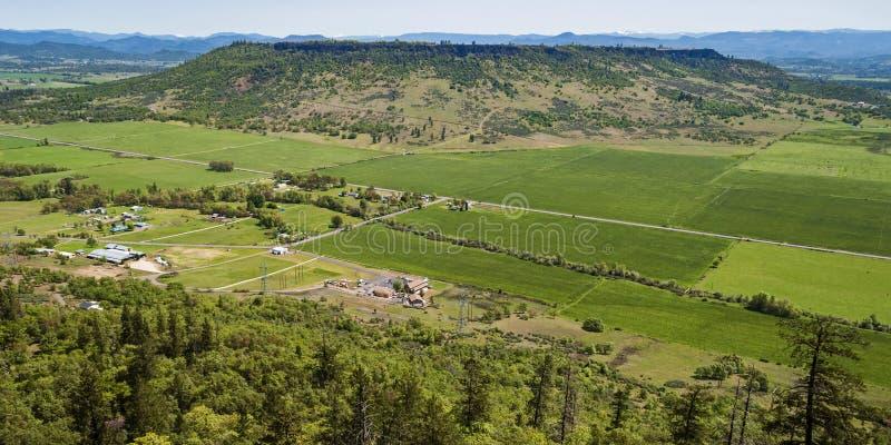 Meseta superior de la roca de la tabla en Oregon meridional imagen de archivo libre de regalías