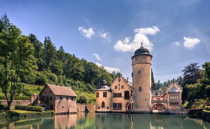 MESPELBRUNN, ALLEMAGNE - 24 JUIN 2019 : Château de l'eau de Mespelbrunn image stock