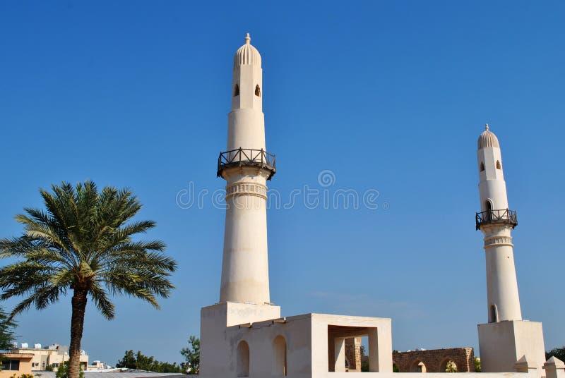 Mesquita Al Khamis no céu azul, Bahrain imagem de stock