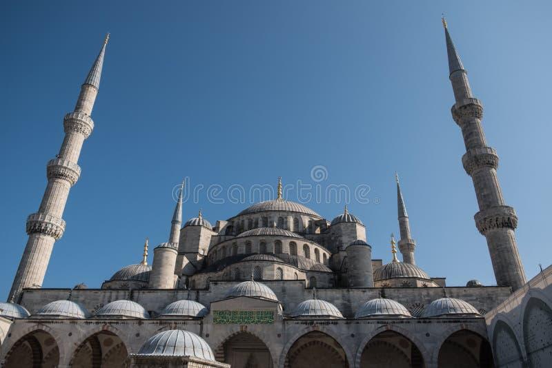 Mesquita azul, Istambul, Turquia com céu azul acima imagens de stock royalty free