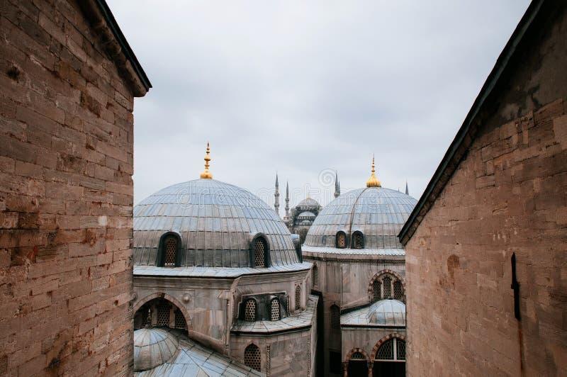 Mesquita azul Istambul, vista de Hagia Sophia, abóbadas da concessão de Hagia imagem de stock
