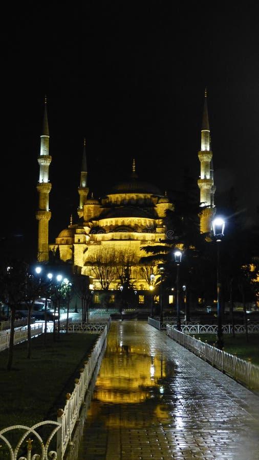 A mesquita azul na noite fotografia de stock royalty free