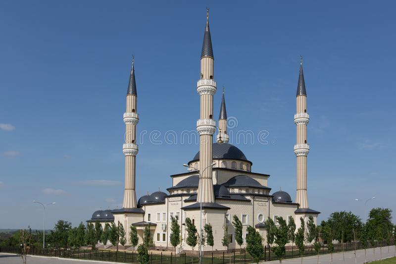 Mesquita bonita no fundo de um céu bonito imagens de stock royalty free