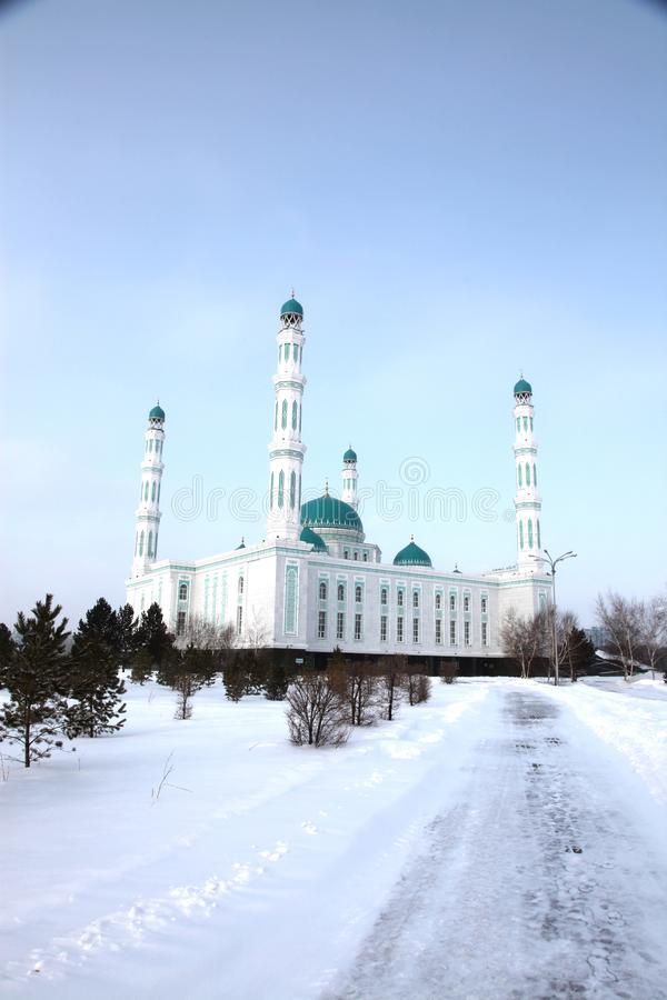 Mesquita central da catedral de Karaganda, Cazaquistão imagens de stock royalty free