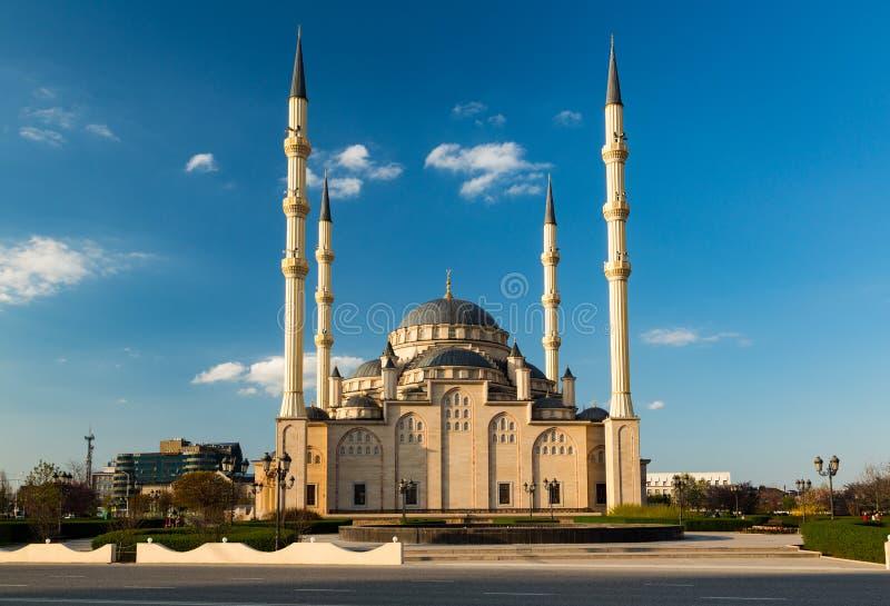 Mesquita, Central Park na cidade de Grozny imagens de stock