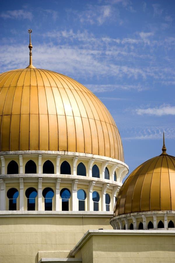 Mesquita com abóbadas douradas imagem de stock royalty free