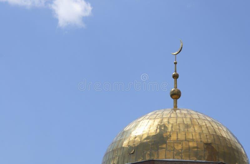 Mesquita com crescente na parte superior fotos de stock