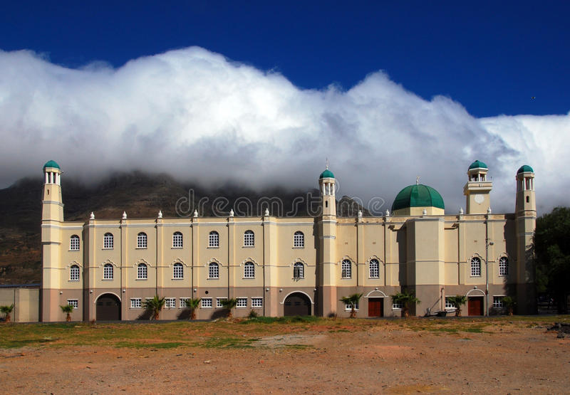 Mesquita com a montanha da tabela no fundo fotos de stock