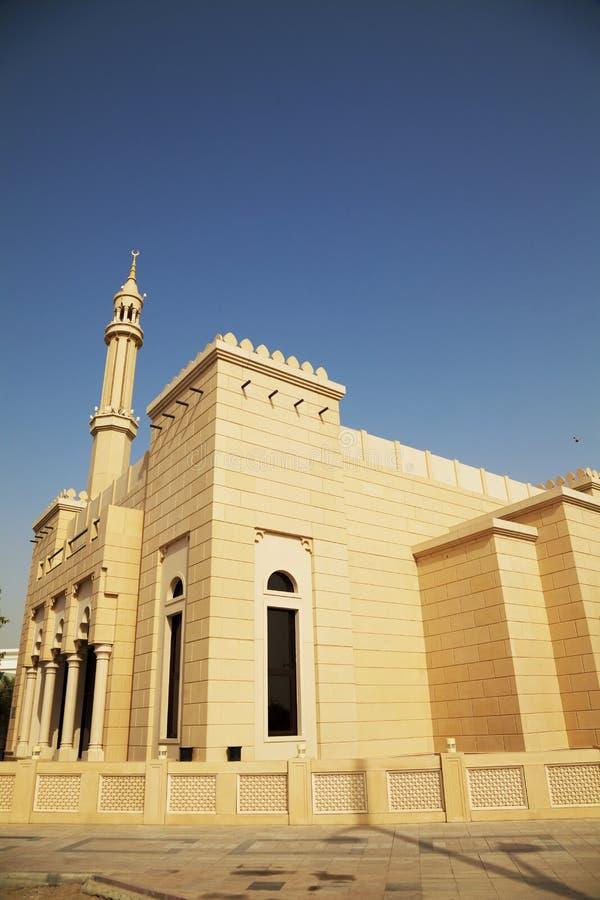 Mesquita da cidade pequena em Dubai, UAE fotografia de stock royalty free