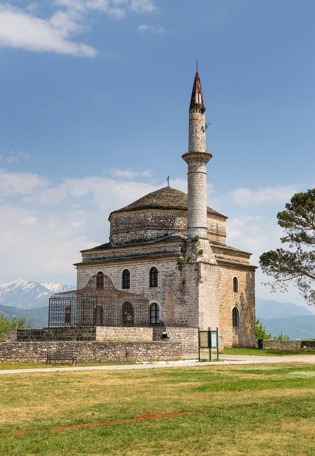 Mesquita de Fethiye com o túmulo de Ali Pasha no primeiro plano, Ioannina, Grécia foto de stock royalty free