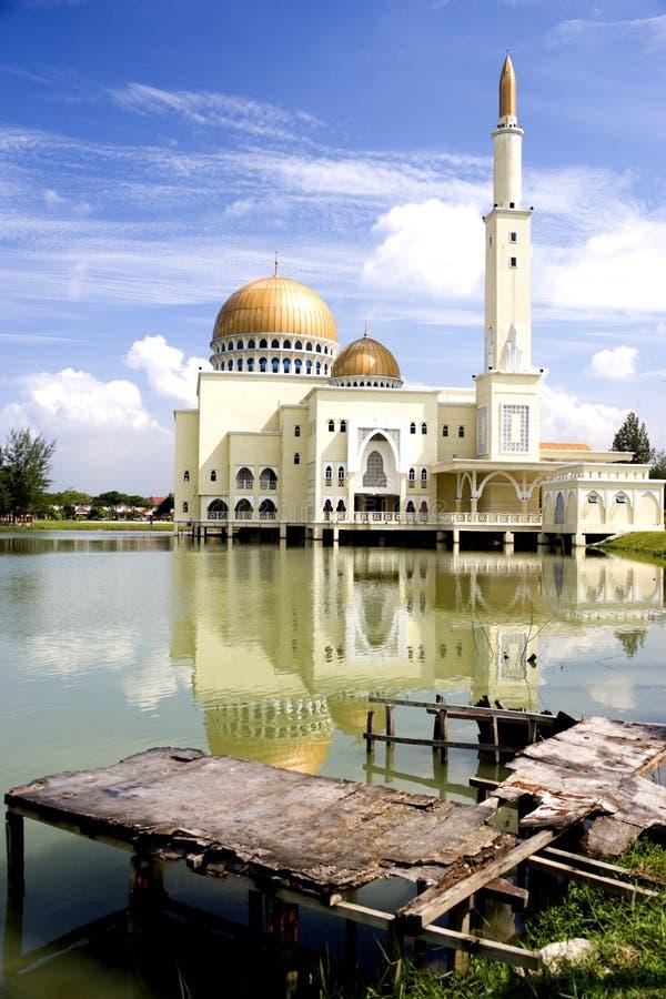 Mesquita de flutuação dourada imagens de stock royalty free