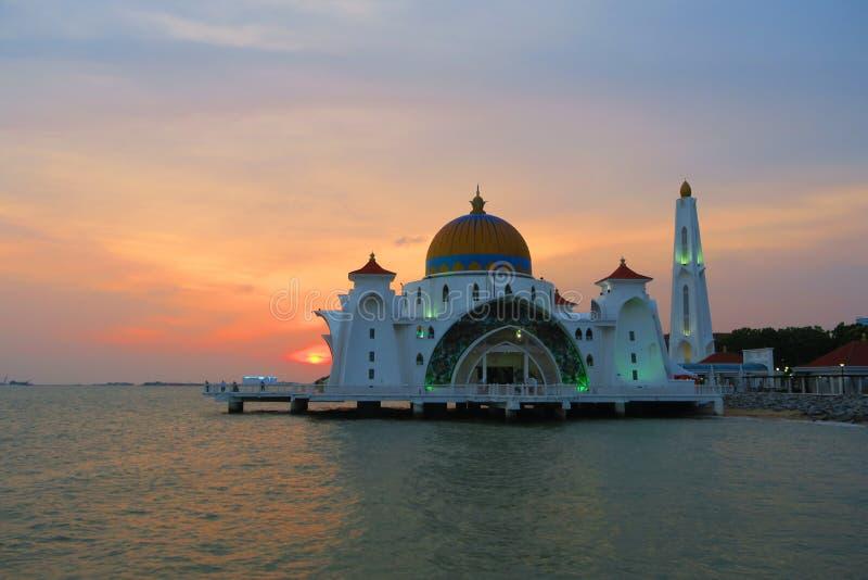Mesquita de flutuação malacca do selat do masjid dos passos de Melaka fotografia de stock royalty free