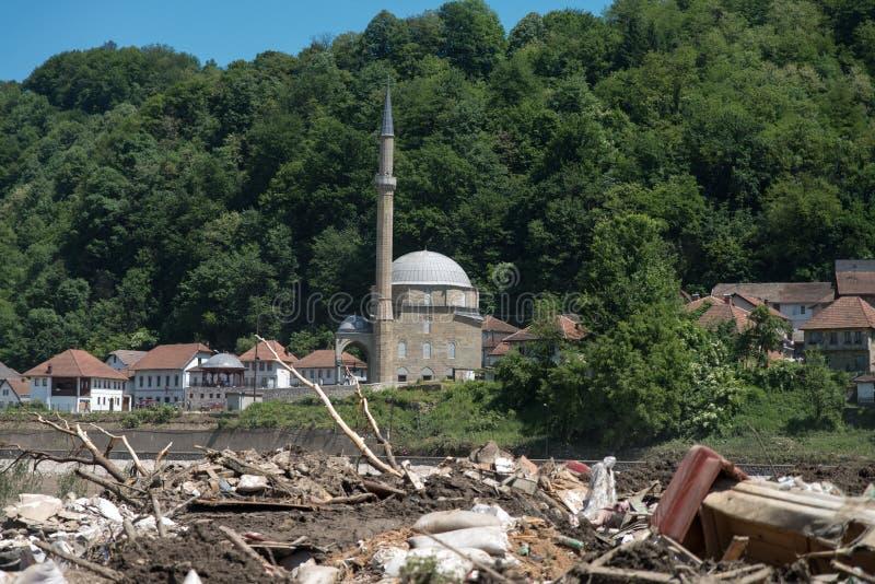 Mesquita de Jusuf Pasina Kurumlija após ter inundado a catástrofe natural imagens de stock
