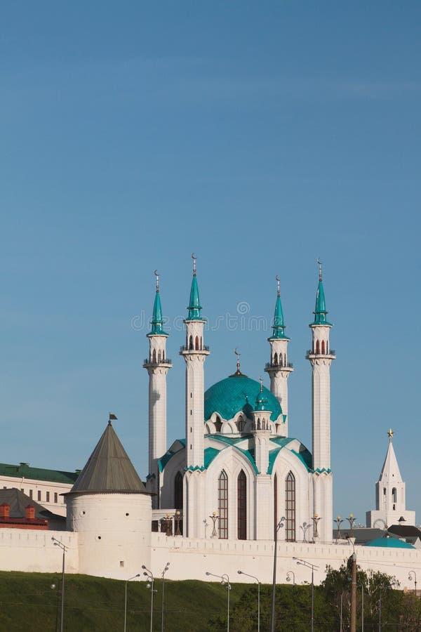 Mesquita de Kul Sharif e fortificação ocidental no Kremlin de Kazan fotografia de stock royalty free