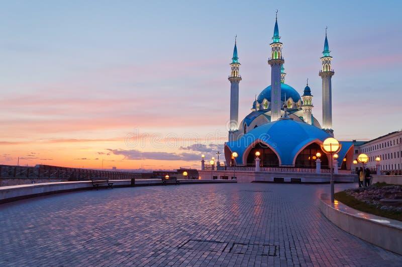 Mesquita de Kul Sharif no Kremlin de Kazan no por do sol. Rússia. fotografia de stock royalty free