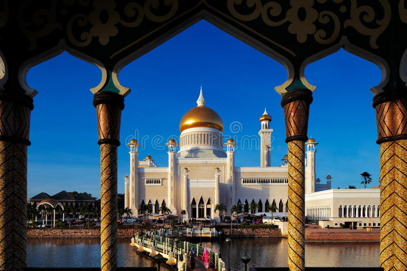 Mesquita de Omar Ali Saifuddien da sultão em Brunei imagem de stock