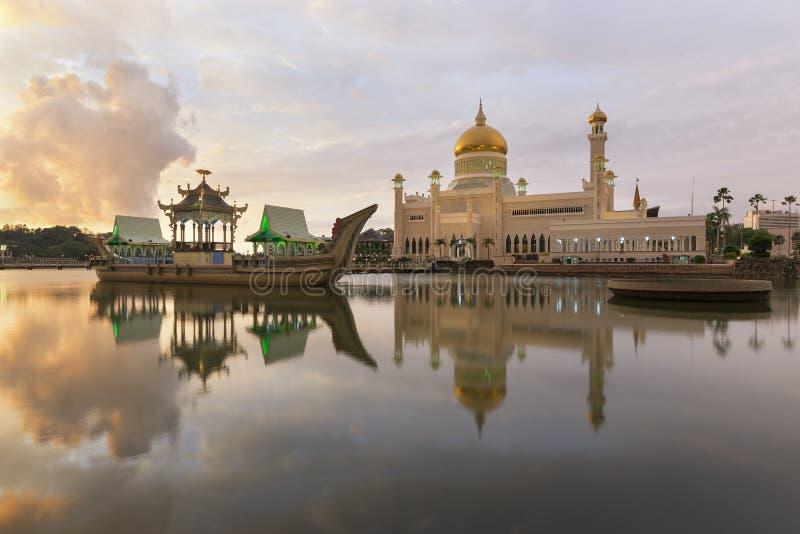 Mesquita de Omar Ali Saifuddien da sultão em Brunei imagem de stock royalty free