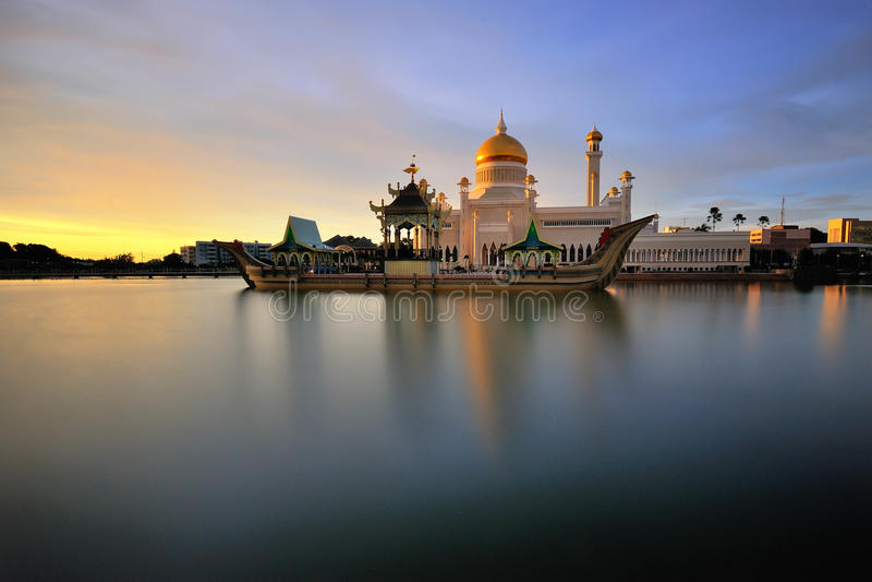 Mesquita de Omar Ali Saifuddin da sultão fotografia de stock royalty free