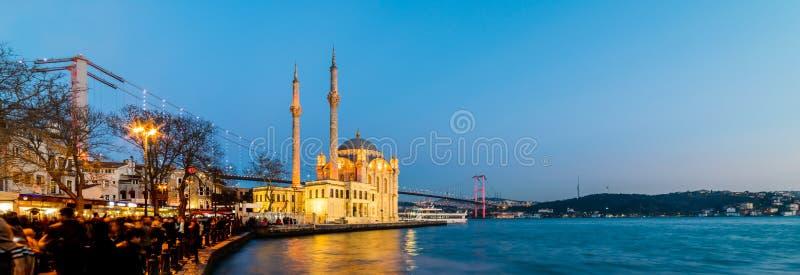Mesquita de Ortakoy e ponte de Bosphorus fotos de stock royalty free