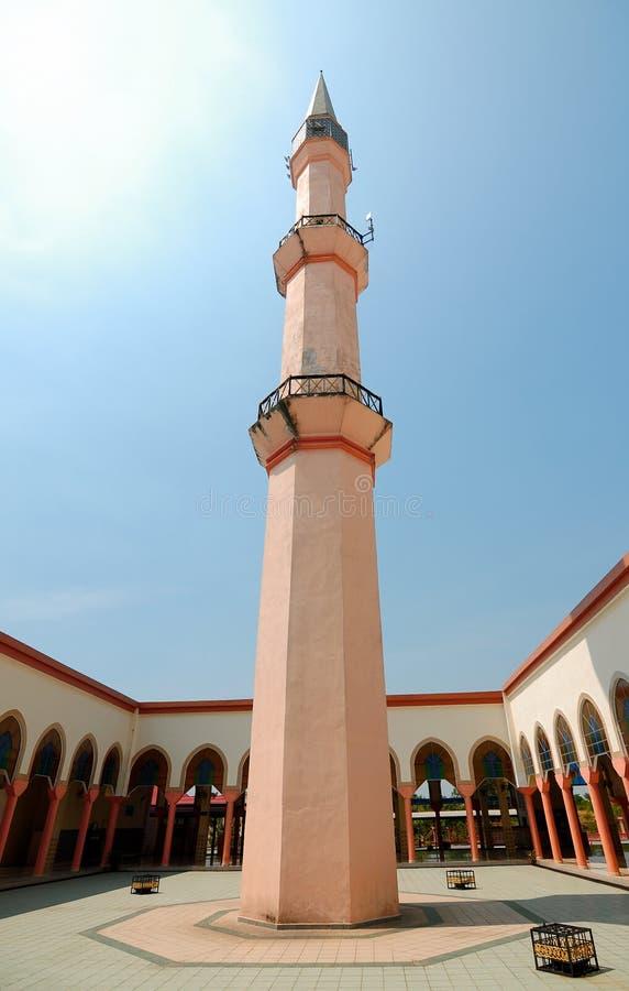 Mesquita de Putra Nilai em Nilai, Negeri Sembilan, Malásia foto de stock