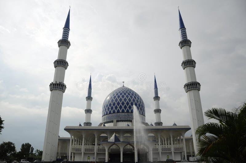 Mesquita a de Sultan Salahuddin Abdul Aziz Shah K um xá Alam Mosque fotos de stock