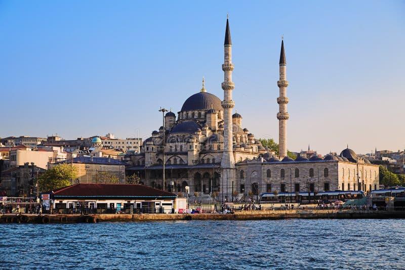 A mesquita de Yeni em Istambul imagem de stock royalty free